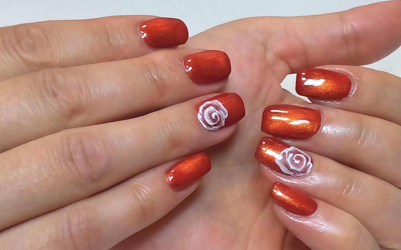 Праздничный маникюр на коротких ногтях фото