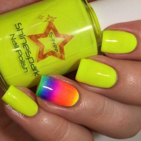 Такой дизайн ногтей можно смело делать на весь летний период. Так же он подойдет для ногтей любой длины и формы.
