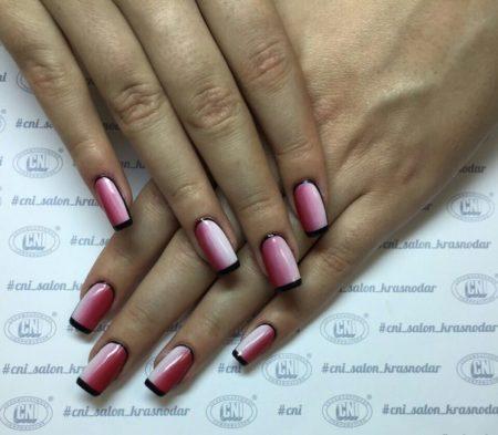 Декоративное решение маникюра с правильной геометрией визуально удлиняет ногти и придает изящности пальцам. Подходит для повседневного ношения на все случаи жизни.