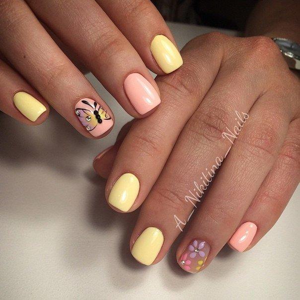 Бабочки, цветы, оттенок клубнично-ванильного мороженого – идея этого маникюра олицетворяет собой всю радость лета.