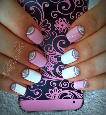 Дизайн рисунка напоминает прозрачную радугу, создает романтичный образ модницы, гламурной барышни. Белый или розовый пиджак, воздушное платье будут смотреться более эффектно с такими изящными ноготками.