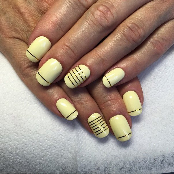 Необычайно спокойный и элегантный маникюр с использованием лака нежно-розового оттенка позволит вам продемонстрировать красоту ваших ногтей и рук.
