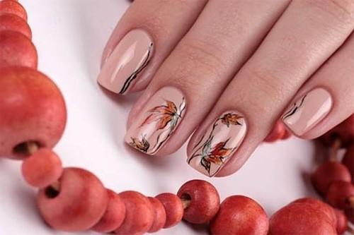 Маникюр окажется великолепен, если сделать его на изящных удлиненных ногтях. Неброскость и элегантность – отличительные черты этого дизайна.