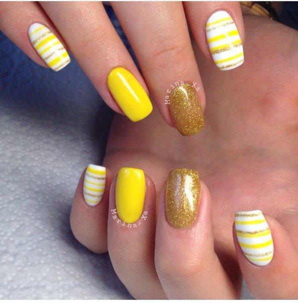 Некоторые модницы предпочитают носить жёлтые лаки соло, но они так же выразительны и в компании с белым и золотистым.