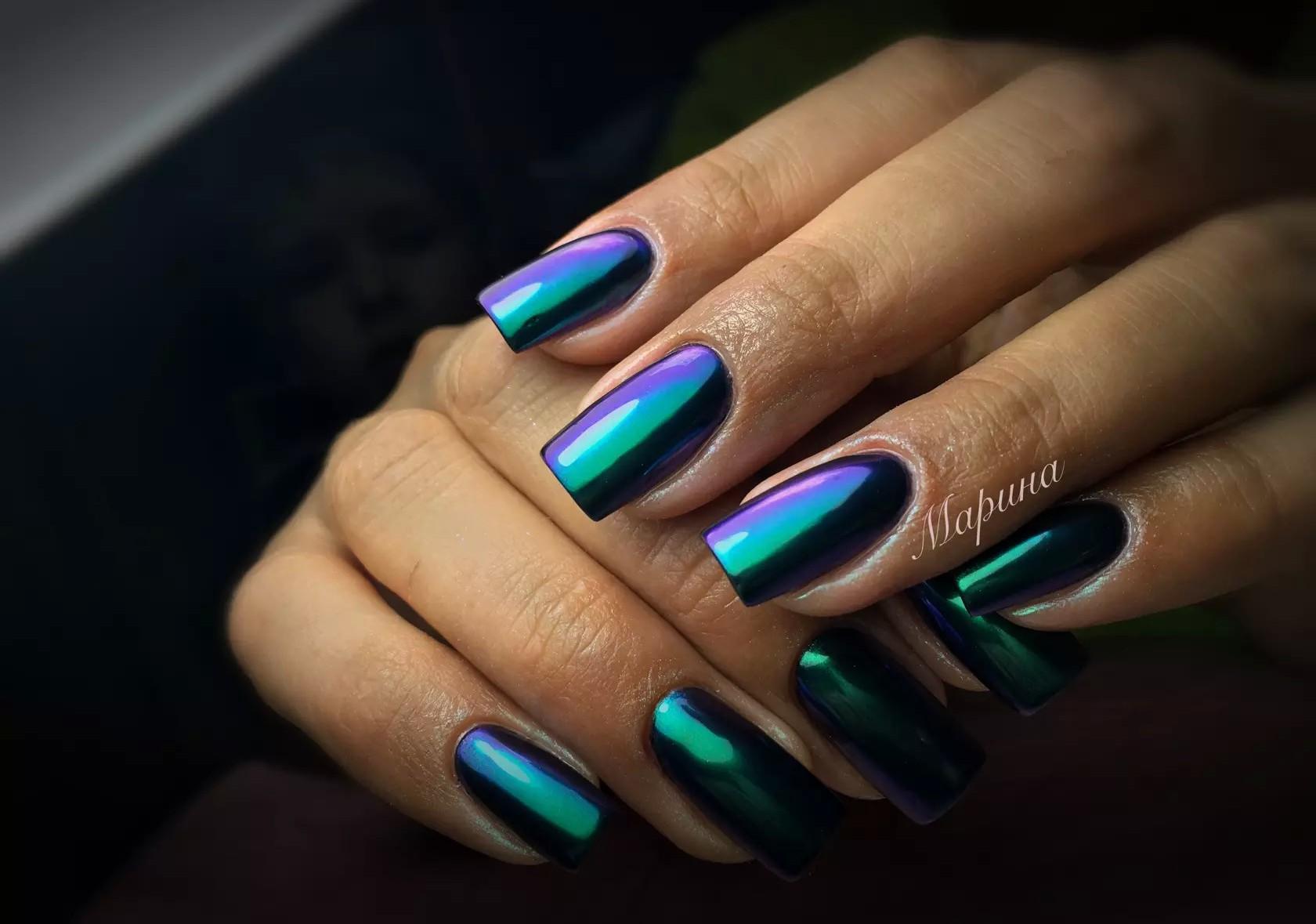 Зеленая втирка на ногтях фото
