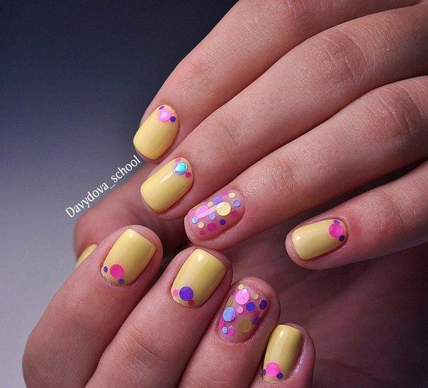 Для девочек и девушек-подростков, ногти у которых еще не отличаются длиной, можно предусмотреть забавный маникюр.