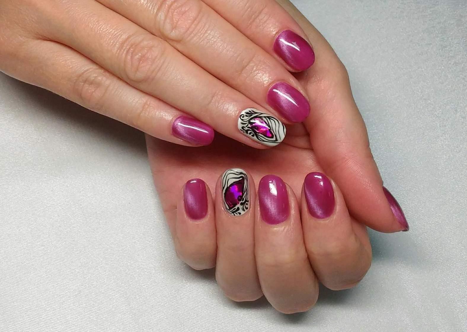 Праздничный маникюр коротких ногтей