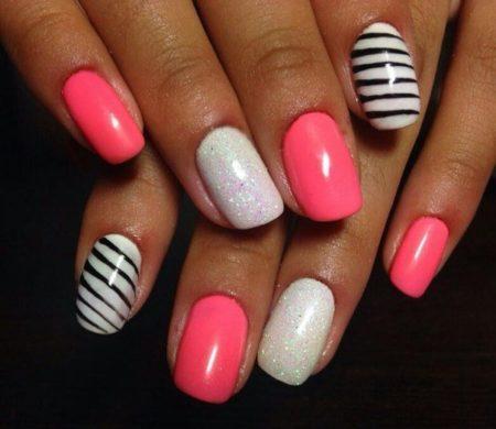 Такой дизайн подойдет для ногтей разной длины, он не потребует серьезных усилий и сделает ваш образ выразительным.