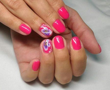Красивый розовый маникюр на короткие ногти