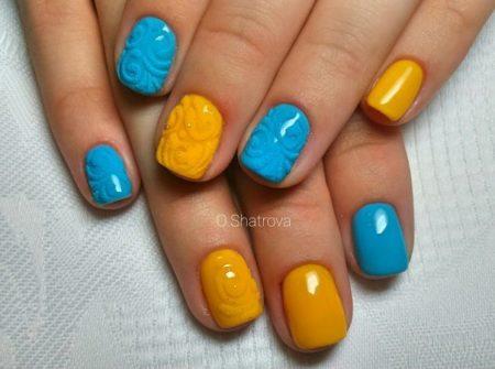 Желтая сумочка или браслет, голубенькие туфельки или шарфик подчеркнут ваш неповторимый вкус.