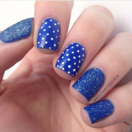 Благородный синий цвет не покажется холодным, если разбавить его веселым белым горошком!
