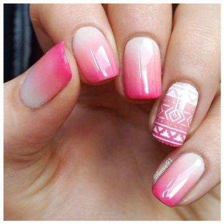 Маникюр подходит к повседневному стилю для ногтей любой длины. Без скандинавских мотивов дизайн представляет самостоятельное решение в любой стилистике.