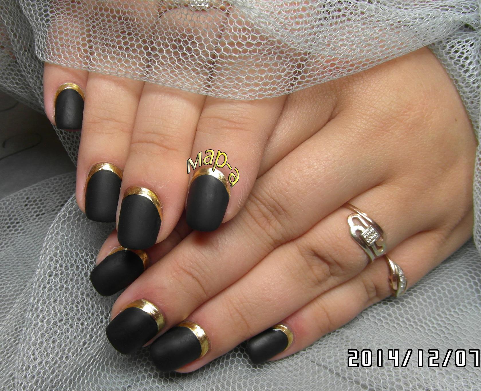 Чёрное литьё на ногтях фото