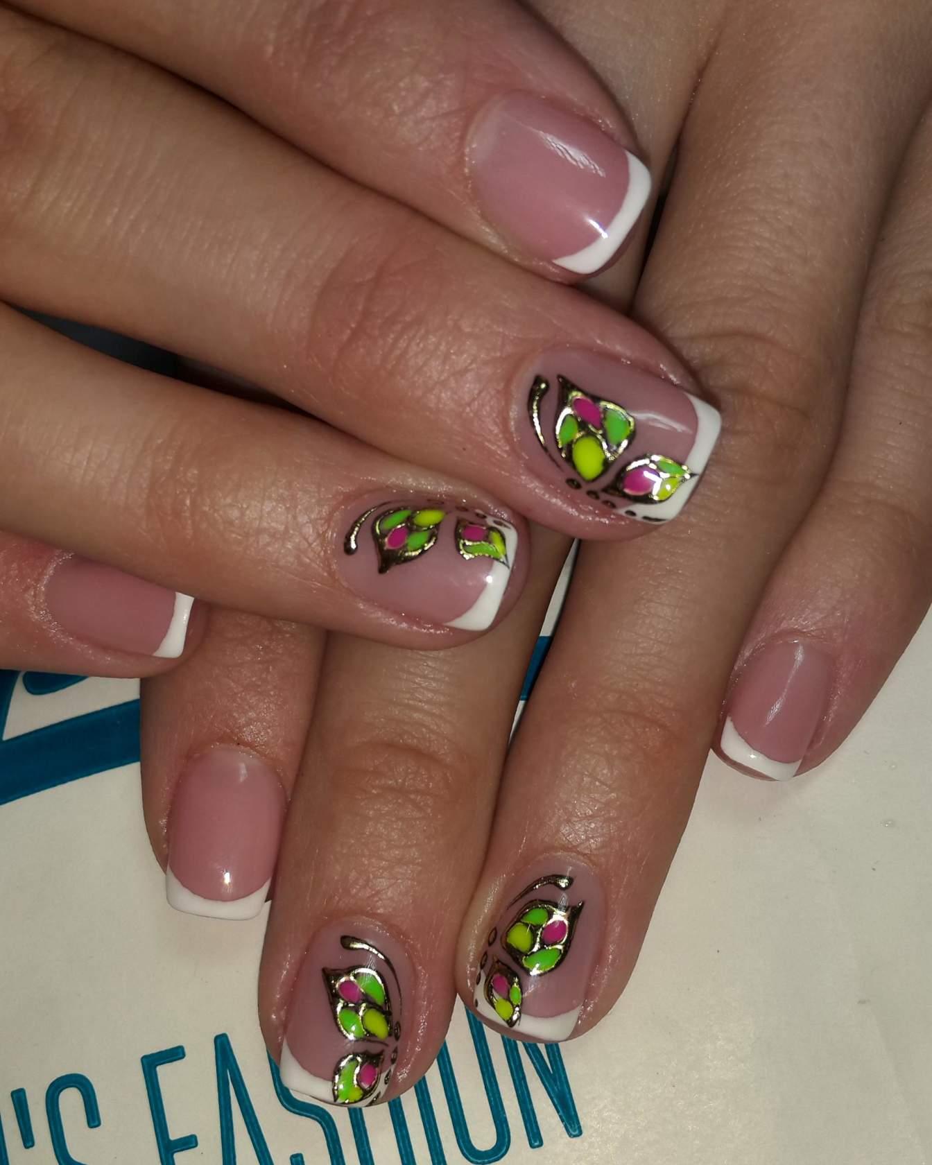 Дизайн коротких ногтей с цветами фото