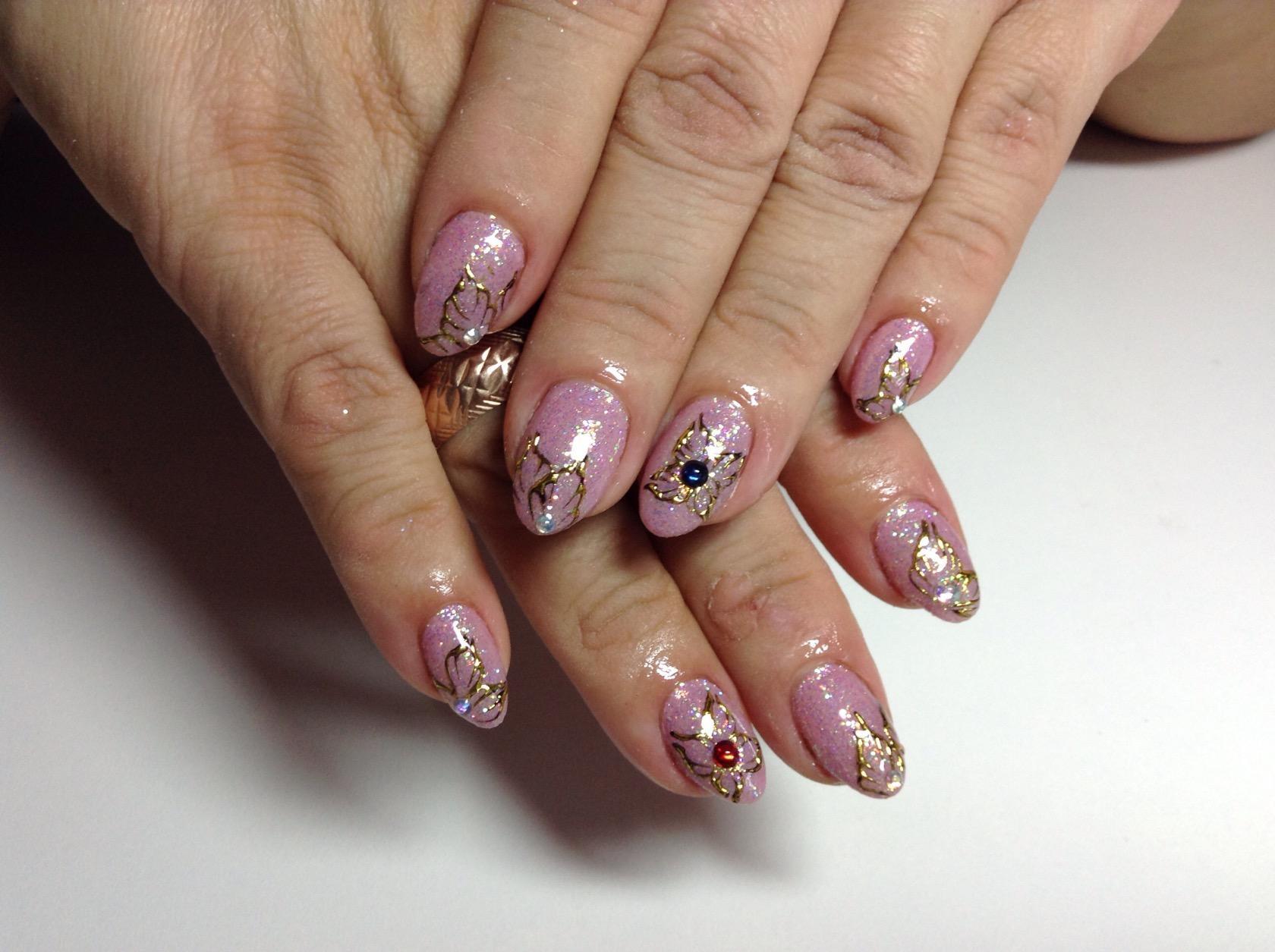 Дизайны с литьем на ногтях фото