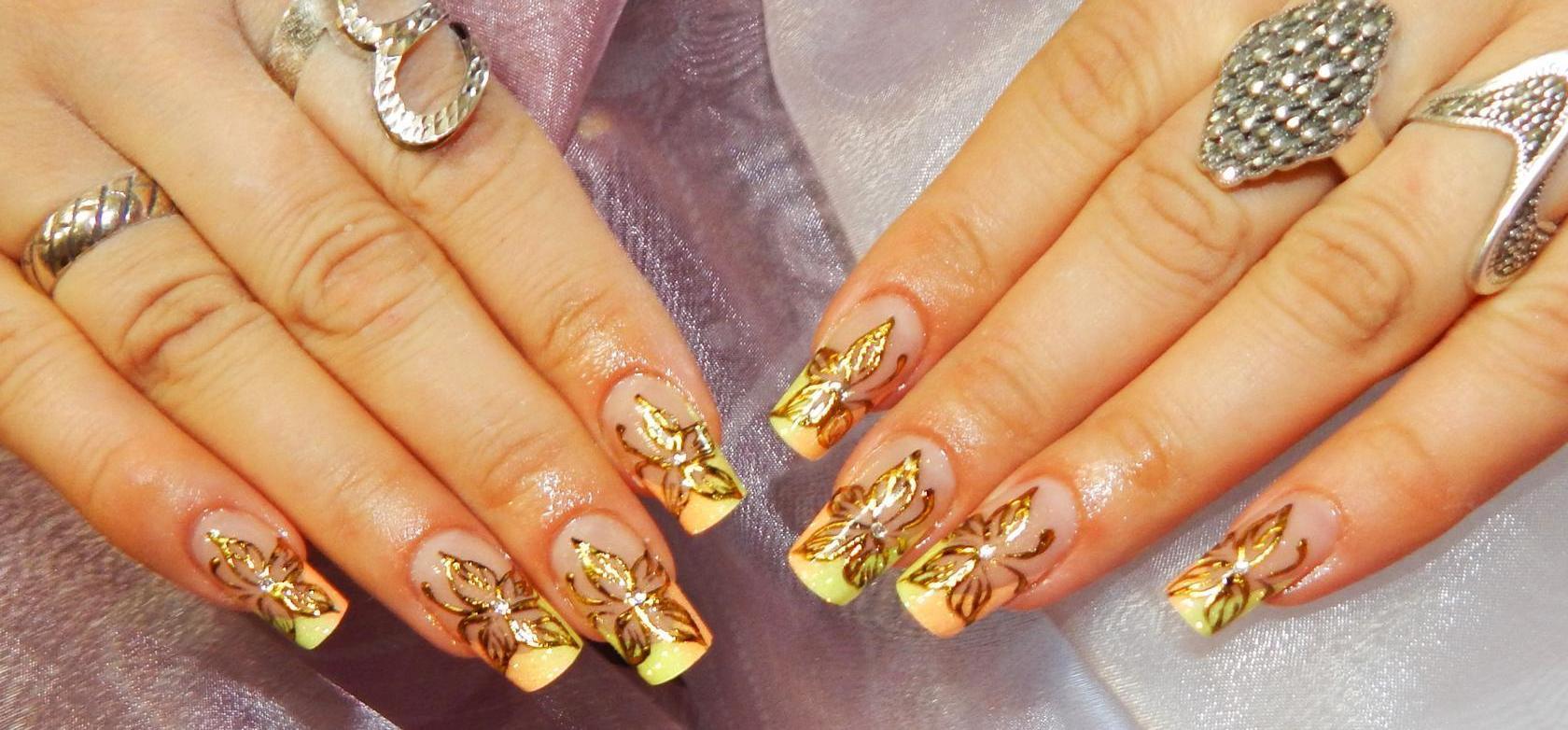 Золотой рисунок на короткие ногти фото