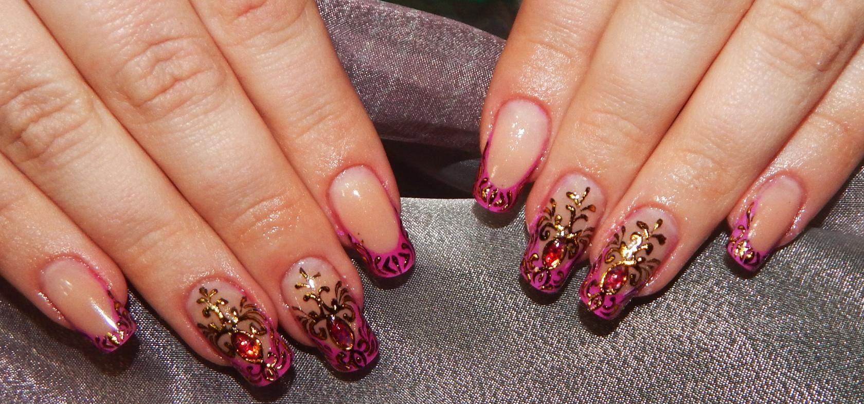 Фото дизайна литья на ногтях