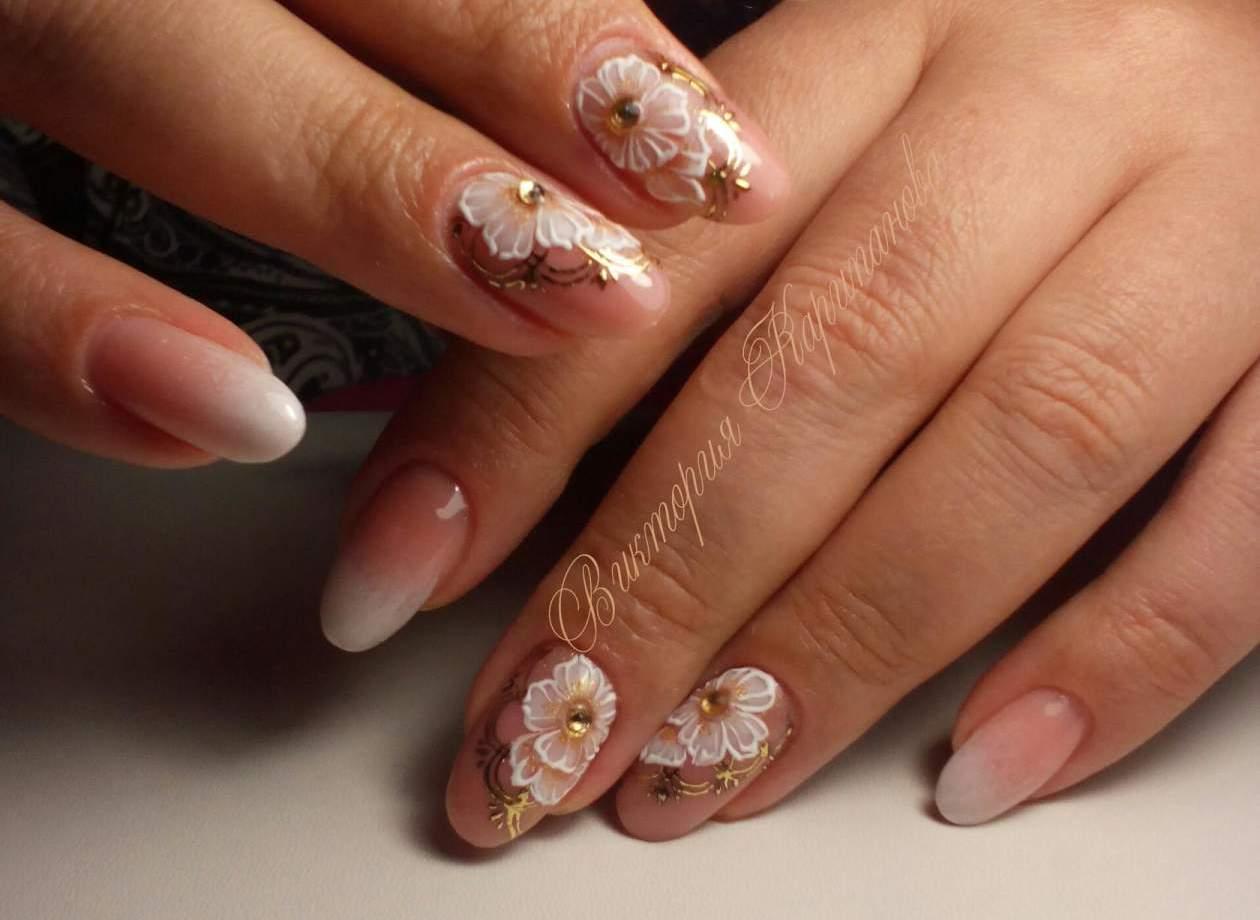 Белый красивый дизайн ногтей