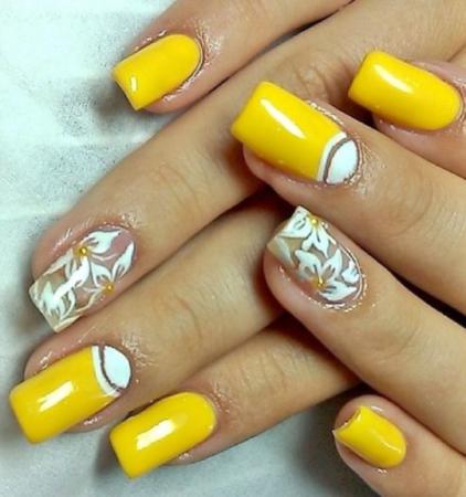 Желтый маникюр весна - лето с цветами