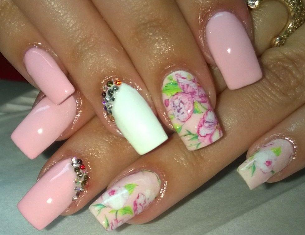 Красивый и простой дизайн на ногтях на ногтях
