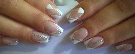 Белый френч на квадратные ногти с геометрическим дизайном