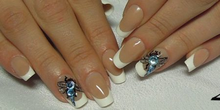 Белый френч с дизайном стрекоза