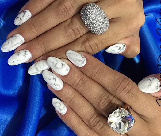 Белый френч-139 фото идей дизайна ногтей 77