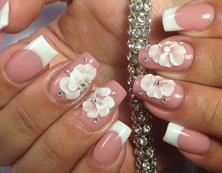 Модный маникюр фото белый френч с камнями и цветами