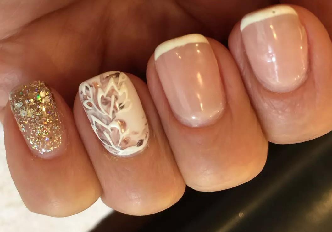 квадратных ногтях рисунком френч белый с на
