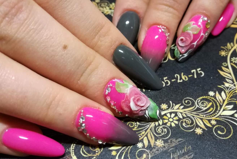 Фото праздничных гелевых ногтей