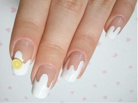 Френч-фото дизайна ногтей с рисунком
