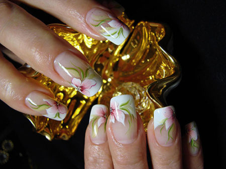 Френч-фото красивого дизайна ногтей с рисунком