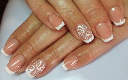 Белый френч на квадратные ногти средней длинны с бабочками