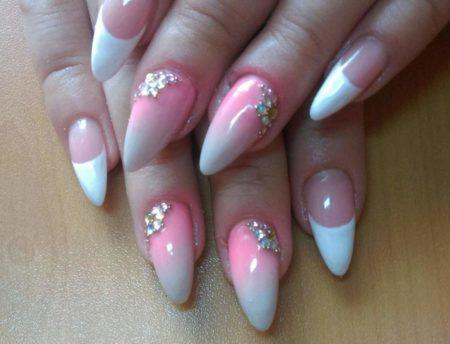 Белый френч на острых ногтях.