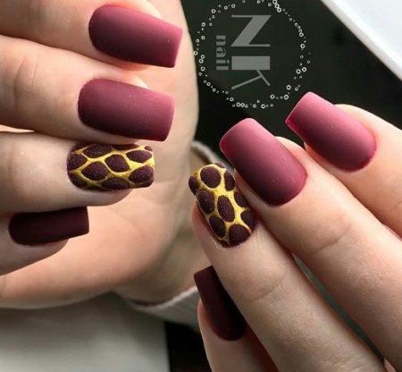 Деловой маникюр на квадратные ногти с дизайном