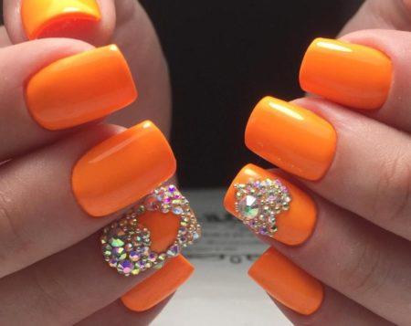 Модный дизайн ногтей фото оранжевого маникюра