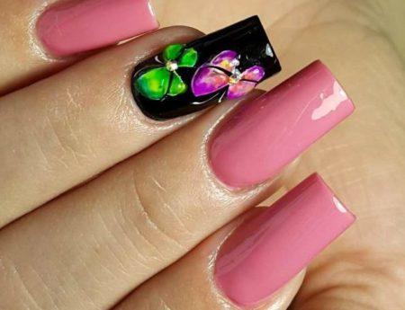 Дизайн ногтей фото маникюр розовый с черным и цветами