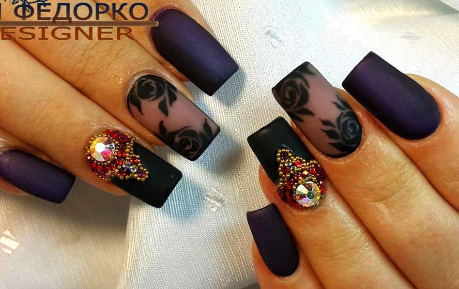 Острые длинные ногти с цветами