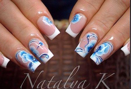 Белый френч с голубыми цветами