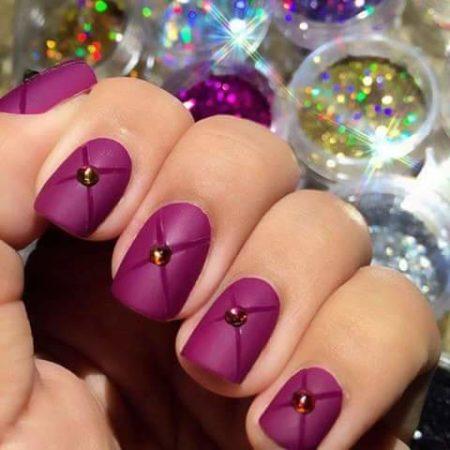 Сиреневый маникюр на короткие квадратные ногти