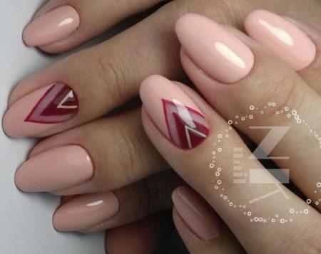 Модный розовый маникюр с геометрическим дизайном
