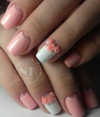 Эффектный лунный розовый маникюр с объемным дизайном