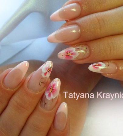 Розовый френч на длинные ногти с цветами