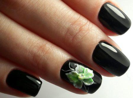 Черный глянцевый маникюр на короткие ногти с дизайном 3d