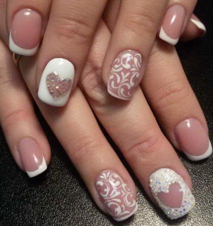 Белый френч на короткие ногти с оригинальным дизайном сердце