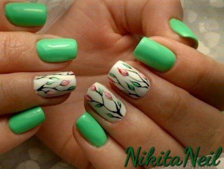 Насыщенный ярко зеленый маникюр на короткие ногти с дизайном