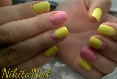 Летний яркий маникюр в сочетание желтого и розового цветов