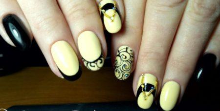 Интересная идея дизайна в черно - желтом цветах и дизайном
