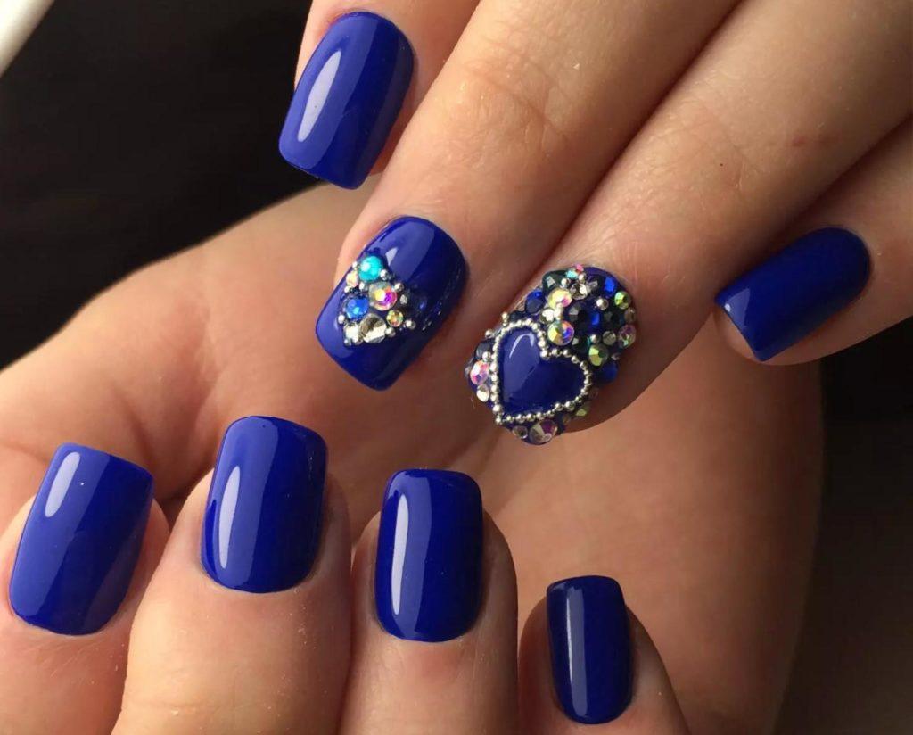 Синий маникюр с дизайном на короткие ногти фото дизайн