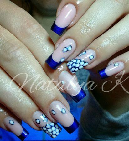 Синий френч на длинных ногтях с дизайном